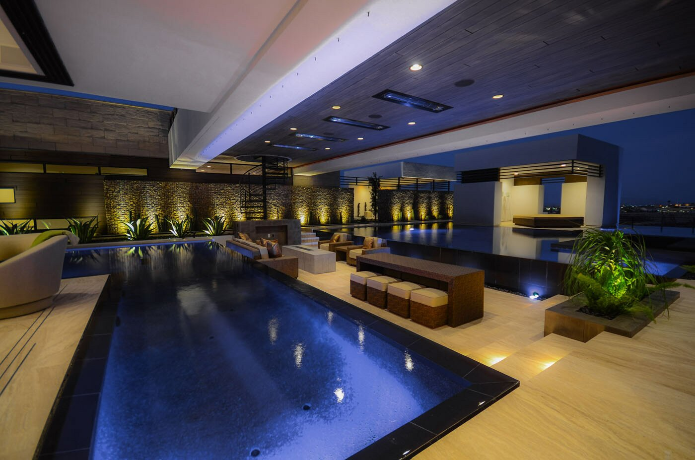 Luxury pool