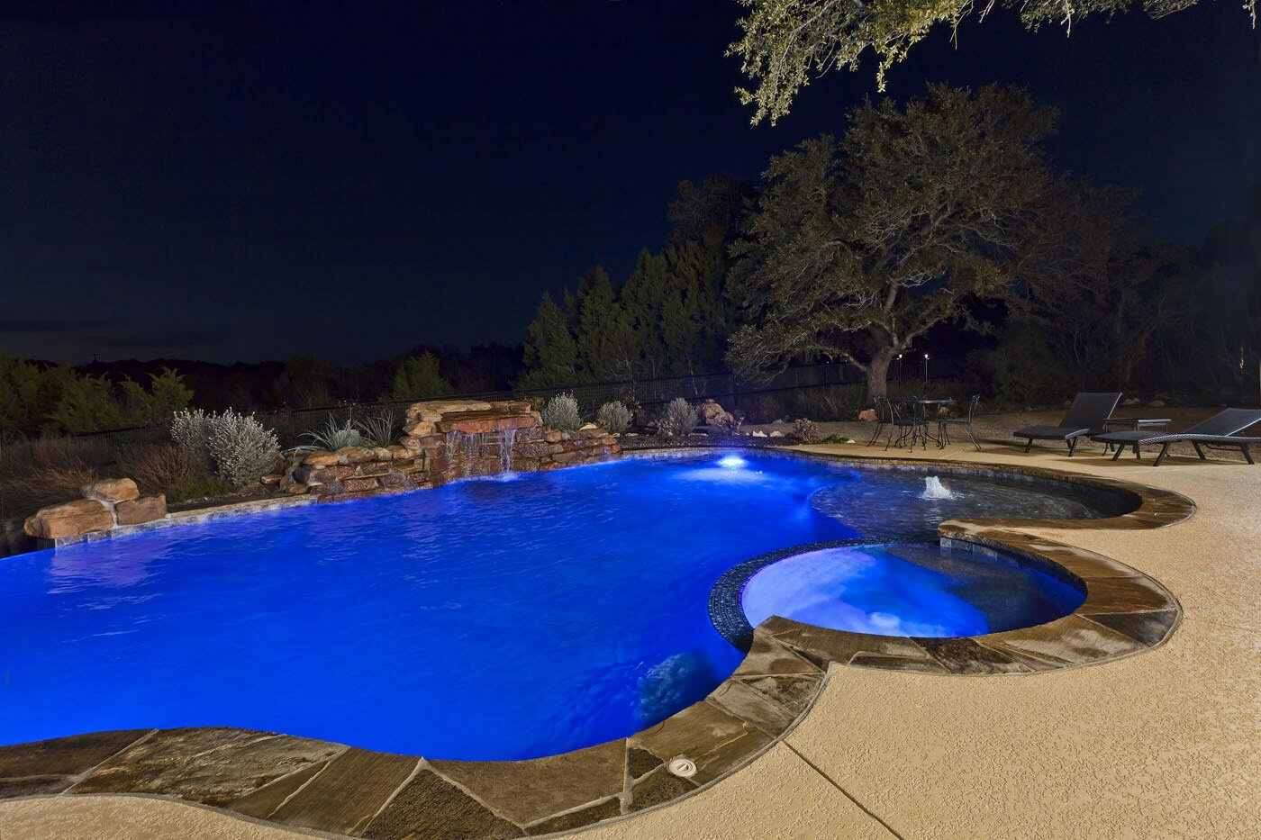 Pool with custom lighting
